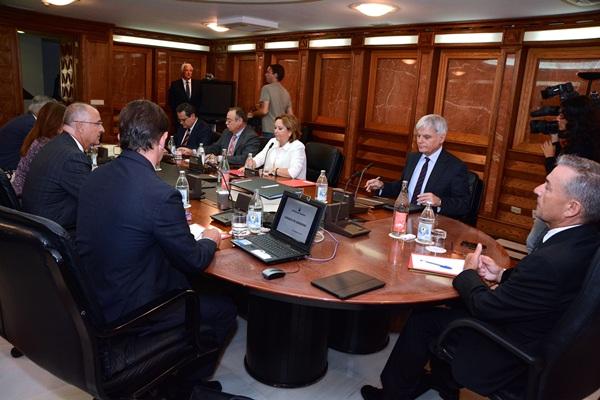 Paulino Rivero preside una sesión del Consejo de Gobierno. / DA