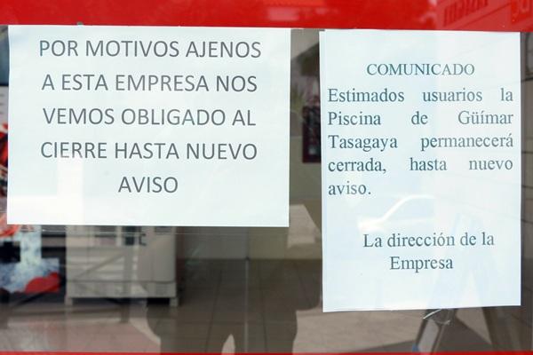 La piscina sigue cerrada, pese al requerimiento municipal. / S. MÉNDEZ