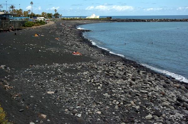El proyecto para regenerar la playa de Martiánez data de 2006 y tiene un presupuesto de 5,1 millones. / MOISÉS PÉREZ