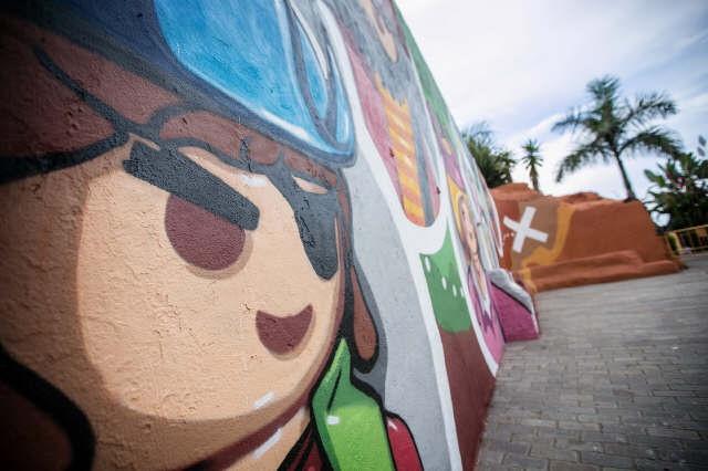 Seis de las ocho obras gestadas en Periplo, que conforman el museo de arte urbano en la calle, en La Ranilla, enmarcado en Puerto Street Art. / ANDRÉS GUTIÉRREZ