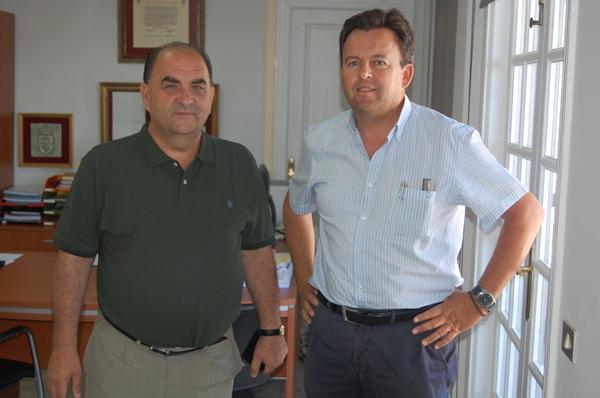 El alcalde Juan José Armas y el concejal de Hacienda, Álvaro Arbelo. / DA