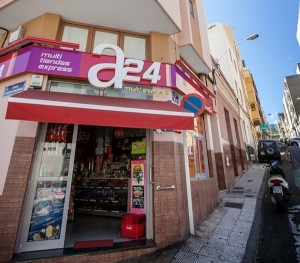 Imagen de la tienda asaltada. / A. GUTIÉRREZ