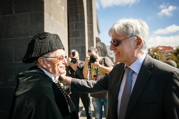 Doménech y Pérez, ayer, durante el acto oficial de apertura. / ANDRÉS GUTIÉRREZ