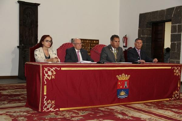 Doménech y Fraga (en el centro), durante la inauguración del curso académico. / DA