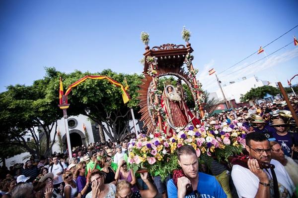 La Virgen partió desde la ermita de El Socorro pasadas las cinco de la tarde. / ARTURO RODRÍGUEZ