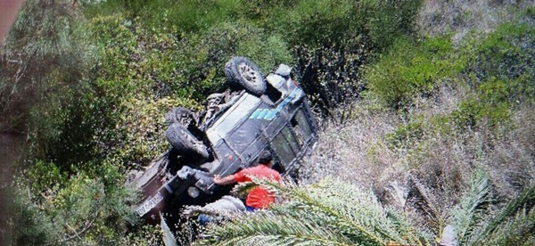 Heridos leves al caer un coche por una ladera en la gomera diario de avisos - Jardineros tenerife ...