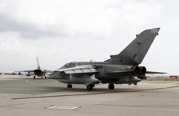 Un Tornado se prepara para despegar de su base en Chipre. / REUTERS