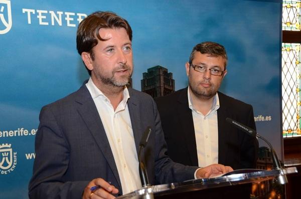 El presidente, Carlos Alonso, y el consejero de Educación, Miguel Ángel Pérez, ayer en rueda de prensa