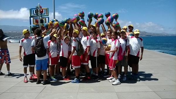 Los más pequeños participaron en las actividades organizadas por la FIBA. / DA