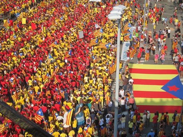 Medio millón de catalanes claman por la independencia