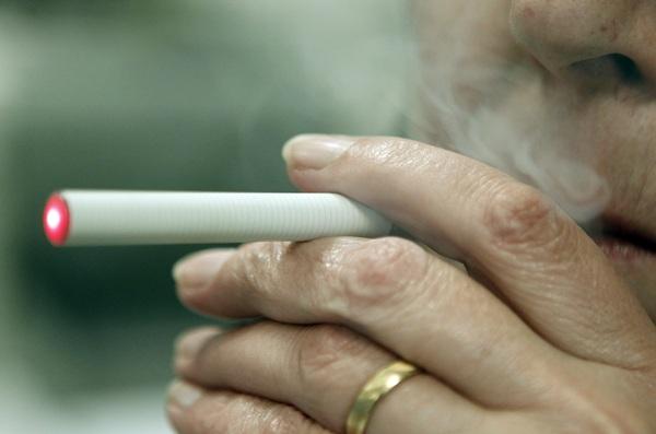 No hay evidencias científicas ni estudios concluyentes sobre la efectividad del cigarrillo electrónico. / DA