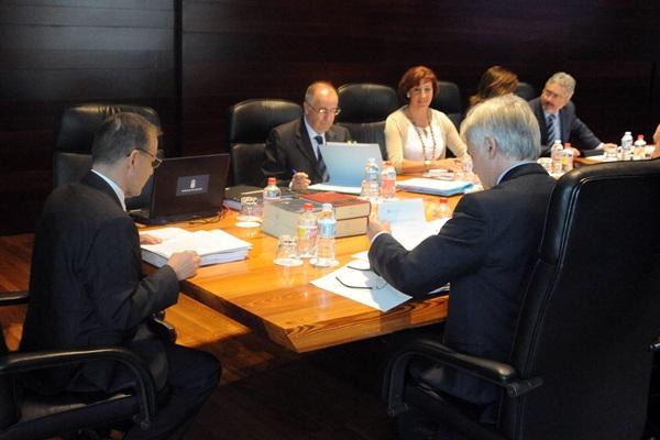 Sesión del Consejo de Gobierno de Canarias, presidido por Paulino Rivero. / DA