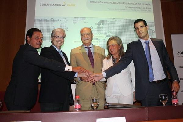 Delegados de las cinco zonas francas de España; a la derecha Gustavo González, representante de Tenerife. / DA