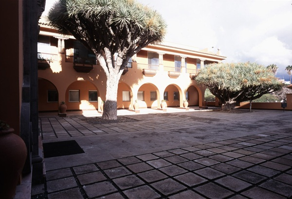 Hogar de la Sagrada Familia, edificio histórico perteneciente al Cabildo. / DA