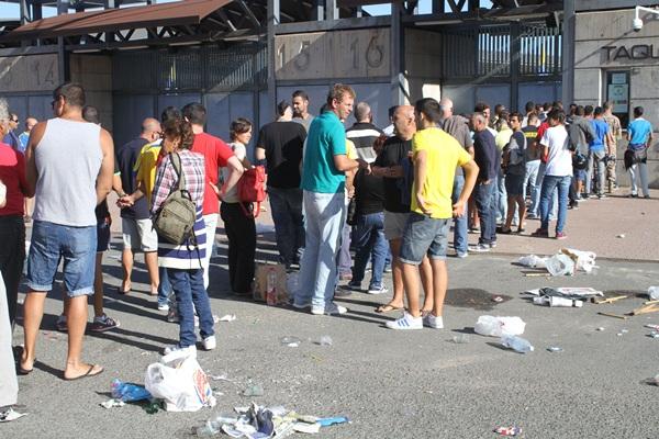 Las taquillas del Estadio de Gran Canaria registraron largas colas durante la jornada de ayer. / CANARIAS 7