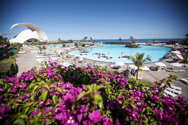 Más de 78.000 usuarios acudieron a las piscinas a lo largo del pasado mes de agosto. / ANDRÉS GUTIÉRREZ
