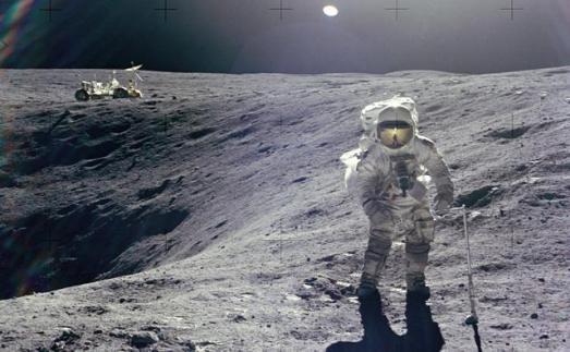 Charlie Duke, durante su paseo lunar en abril de 1972. / REUTERS