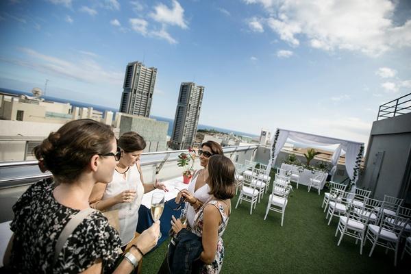 Desde la terraza del hotel hay unas vistas inmejorables de la ciudad. / ANDRÉS GUTIÉRREZ