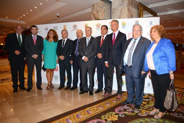 Los premios Impulso Norte contaron con una amplia representación de alcaldes de la comarca y autoridades insulares y regionales.       / S.M.