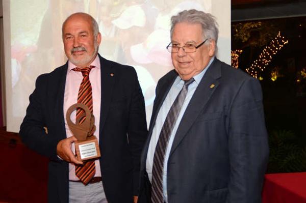 El presidente del Club de Lucha Victoria, premio al Deporte. / S.M.