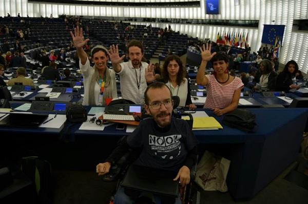 Los cinco eurodiputados de Podemos, en Bruselas. / DA