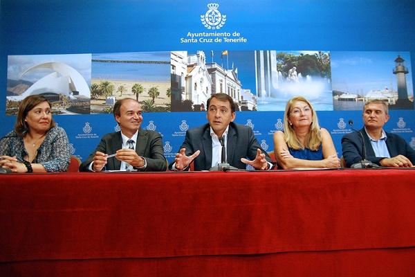 Yuri Mas, José Alberto Díaz-Estébanez, José Manuel Bermúdez, Manuel Ortega y Ana Lupe Mora, ayer. / DA