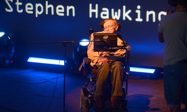 Hawking está animado y podría dar alguna charla en Tenerife