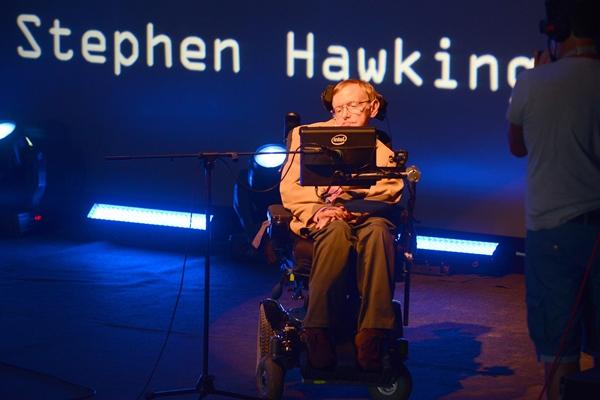 El físico, durante la charla ofrecida el martes en el sur de Tenerife. / SERGIO MÉNDEZ