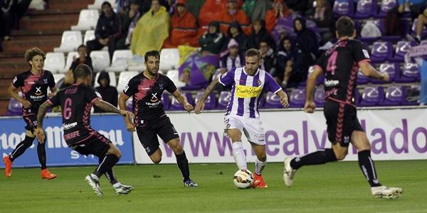 Real Valladolid vence dos goles a uno al CD Tenerife. / RAMÓN GÓMEZ