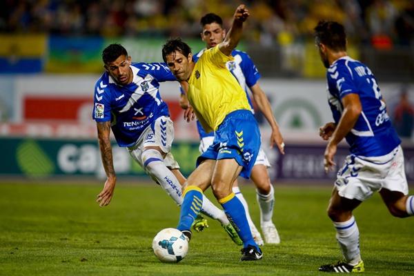 En el derbi pasado jugado en Gran Canaria, hasta 18 canarios pudieron participar en el mismo. / GERARDO OJEDA