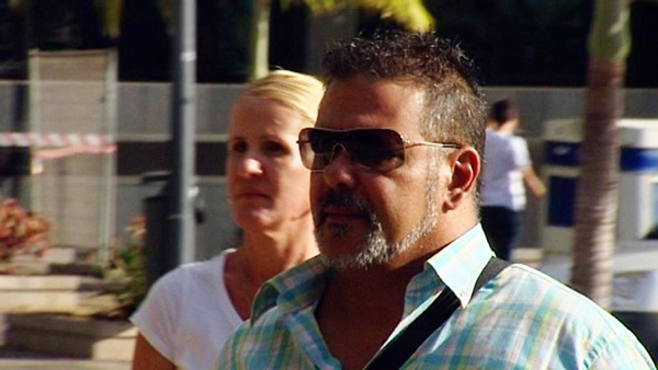 El diseñador Willy Jorge, a su llegada ayer al Palacio de Justicia de Santa Cruz de Tenerife. / TELEVISIÓN CANARIA