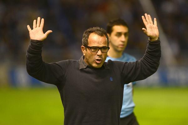 El técnico tinerfeño ha estado en el ojo de las críticas toda la temporada. / SERGIO MÉNDEZ