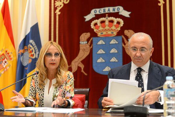 Australia Navarro y Emilio Moreno, diputados del PP en el Parlamento canario. | SERGIO MÉNDEZ