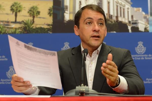 El alcalde defiende que el incremento de la inversión permitirá crear empleo en la capital. / SERGIO MÉNDEZ