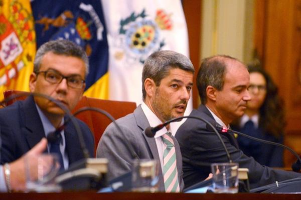 Alberto Bernabé, ayer, durante el pleno extraordinario de la capital. / DA