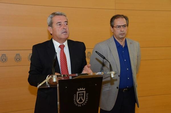 Aurelio Abreu y José Luis Delgado, ayer durante la rueda de prensa de ayer. / DA