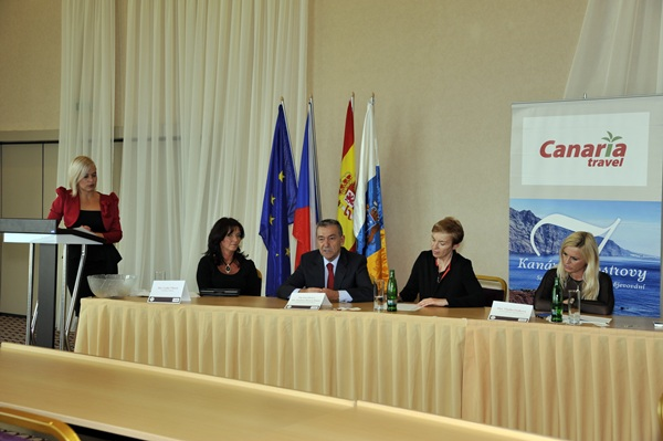 Imagen de la intervención del presidente canario en el foro de Praga./ DA