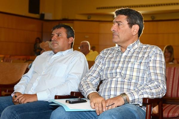 José Sindo junto al primer teniente alcalde y mano derecha, Domingo Ramos. / SERGIO MÉNDEZ