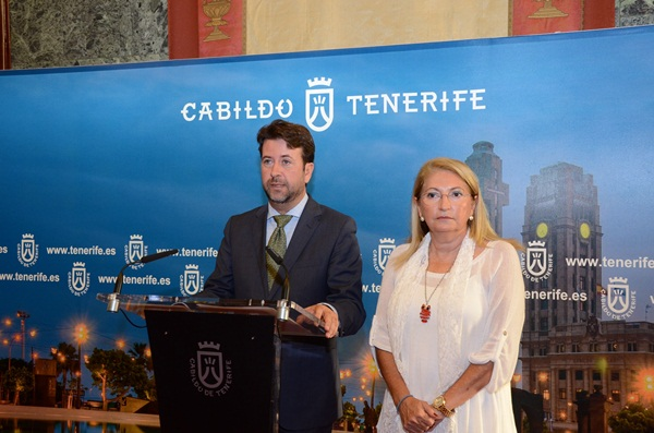 Carlos Alonso y Ana Lupe Mora, ayer en rueda de prensa. / DA