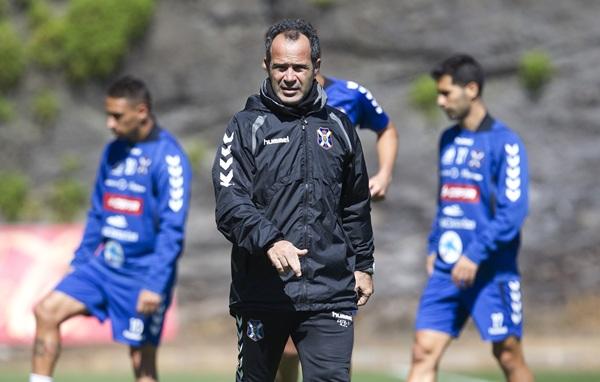 El entrenador blanquiazul reconoció que espera hacer pocos cambios con respecto al último once. / DA