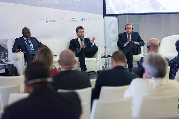 Carlos Alonso (c), junto al director de Aviación Civil de Senegal y el ministro marroquí de Transportes. | DA
