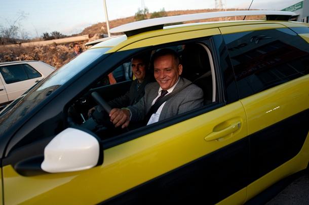 Efraín Medina, Consejero Insular de Empleo, Desarrollo Económico, Comercio y Acción Exterior del Cabildo de Tenerife, pudo probar el nuevo modelo de la Gama. | F.P.