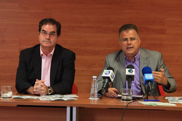 El alcalde, Francisco Niño,  y el concejal de Medio Ambiente, Antonio Sosa, presentaron la campaña. | DA