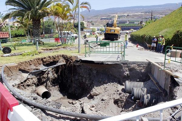 El Ayuntamiento abre nuevos canales de evacuación de aguas. / DA