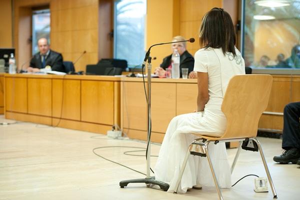 La joven cubana, durante su declaración, ayer, en la Audiencia provincial de Santa Cruz de Tenerife. / FRAN PALLERO