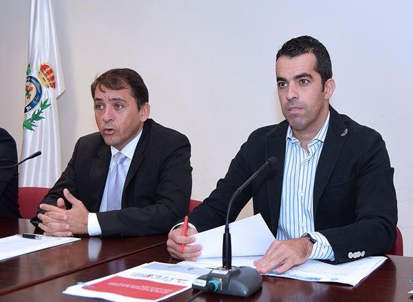 José Manuel Bermúdez y Florentino Plasencia, ayer en Santa Cruz. / DA