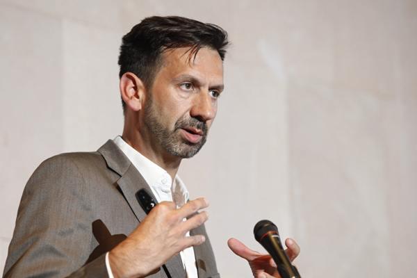 Luis Encinas Pedrayes, ayer en su intervención en el Campus. | DA