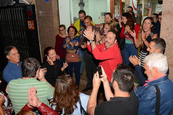 Patricia Hernández, el domingo en su agrupación tras conocer el resultado de las primarias. / SERGIO MÉNDEZ