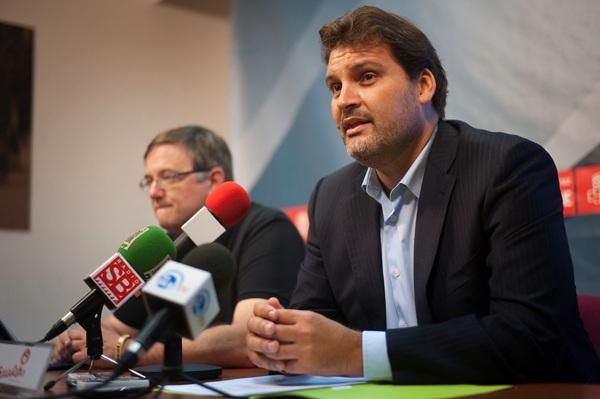 José Ángel Martín (PSOE) hizo ayer oficial su candidatura a la alcaldía de Santa Cruz. / FRAN PALLERO