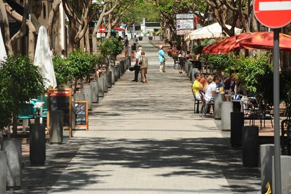 Terrazas en el centro de Santa Cruz. / FRAN PALLERO